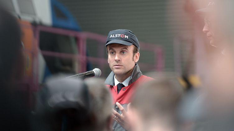 Emmanuel Macron, alors ministre de l'Economie, le 28 mai 2015 à Belfort (Territoire de Belfort). (FREDERICK FLORIN / AFP)
