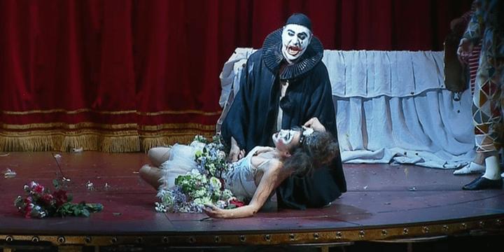 """Stefano La Colla ici dans le rôle de Canio dans """"Pagliacci"""" interprète également Turiddu dans """"Cavalleria"""".  (France 3 Alsace / Culturebox)"""