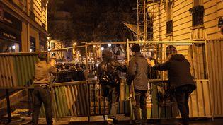 Des membres du mouvement Nuit debout, le 11 avril 2016, sur la place de la République Paris. (RODRIGO AVELLANEDA / ANADOLU AGENCY)