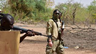 Plusieurs milliers desoldats étrangers ont participé à la formation des troupes du Burkina Faso. Ici en 2018, à Ouagadougou, l'instructeur est autrichien. (ISSOUF SANOGO / AFP)