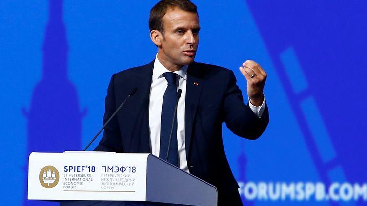 Emmanuel Macron lors d'une forum économique, à Saint-Pétersbourg (Russie), le 25 mai 2018. (SEFA KARACAN / ANADOLU AGENCY / AFP)