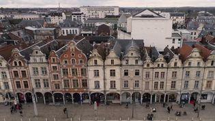 Arras : la place des Héros, un lieu chargé d'histoire (FRANCE 2)