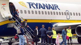 Un avion de la compagnie Ryanair, le 14 avril 2013, à l'aéroport de Beauvais. (Photo d'illustration) (PHILIPPE HUGUEN / AFP)