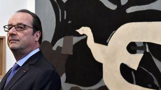 Le président François Hollande inaugure la Cité internationale de la Tapisserie, dimanche 10 juillet 2016.  (Georges Gobet / AFP)