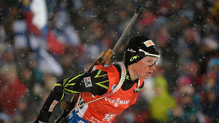 Marie Dorin-Habert a remporté l'épreuve de la poursuite dimanche aux championnats du monde de biathlon.  (RALF HIRSCHBERGER / DPA)