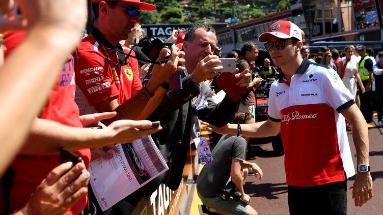 Charles Leclerc avant le Grand Prix de Monaco, le 25 mai. (ANDREJ ISAKOVIC / AFP)