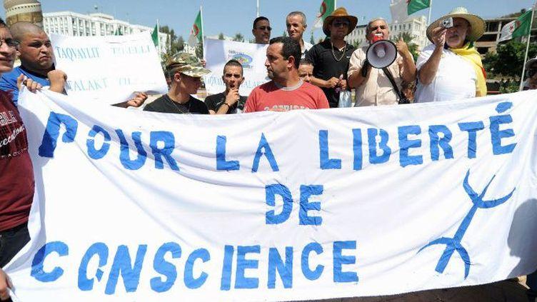 Manifestation pour la liberté de conscience à Tizi Ouzou, en août 2013. (FAROUK BATICHE / AFP)