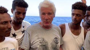 L'acteur Richard Gere à bord d'un bateau transportant desmigrants, le 9 août 2019 (HO / PROACTIVA OPEN ARMS)