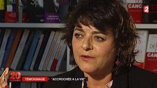 """Giovanna Valls Galfetti, la sœur de Manuel Valls, face à une caméra de France 2, revient sur son livre """"Accrochée à la vie"""" dans lequel elle raconte son combat contre la drogue et la maladie. ( FRANCE 2)"""