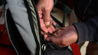 Un trio de voleurs est reparti avec 50 000 euros de bijoux, dérobés chez Anne-Marie, une retraitée de 83 ans (photo d'illustration). (CHRISTIAN LANTENOIS / MAXPPP)