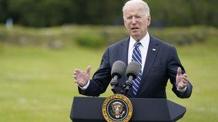 Le président américain, Joe Biden, s'est exprimé en amont de l'ouverture du G7, le 10 juin 2021 àSt-Ives (Royaume-Uni). (PATRICK SEMANSKY / AP)