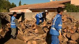 Des collégiens toulousains viennent en aide aux sinistrés de l'Aude, touchés par les inondations en octobre 2018. (FRANCE 2)