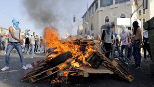 Manifestants palestiniens lors d'affrontements avec la police israélienne àChouafat, Jérusalem-Est, le 5Octobre 2015 (AMMAR AWAD / REUTERS)