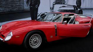 Cette Iso Grifo A3-C de 300 chevaux qui a appartenu à Johnny Hallyday, vendue chez Sotheby's à Paris, n'a pas trouvé preneur.  (Stéphane de Sakutin / AFP)