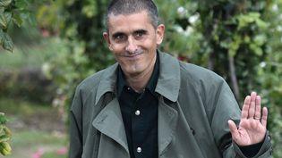 Le directeur artistique de Kenzo, le Portugais Felipe Oliveira Baptista, en septembre 2020 à la fin du défilé printemps-été 2021 à Paris (STEPHANE DE SAKUTIN / AFP)