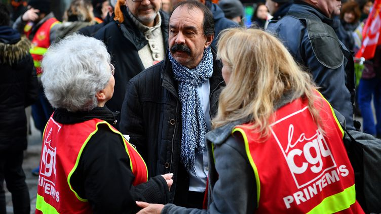 Le secrétaire général de la CGT, Philippe Martinez,le 3 janvier 2020 devant Le Printemps à Paris. (CHRISTOPHE ARCHAMBAULT / AFP)