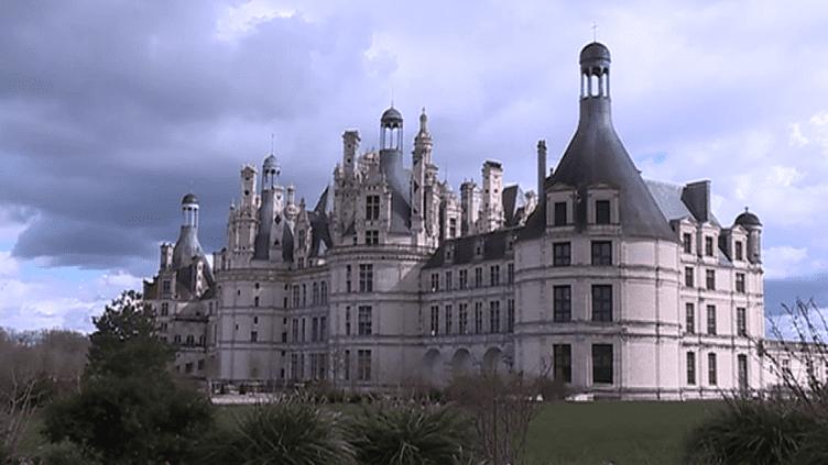 Le Château de Chambord n'a pas livré tous ses secrets. Un graffiti pouvant avoir été réalisé par Jean de La Fontaine a récemment été découvert.  (France 3)