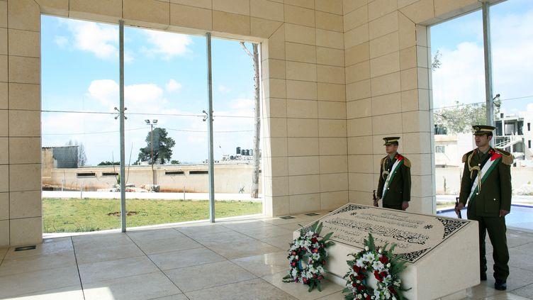 L'intérieur du mausolée où est enterré le corps de Yasser Arafat, photographié le 27 février 2008. (RAINER JENSEN / DPA)
