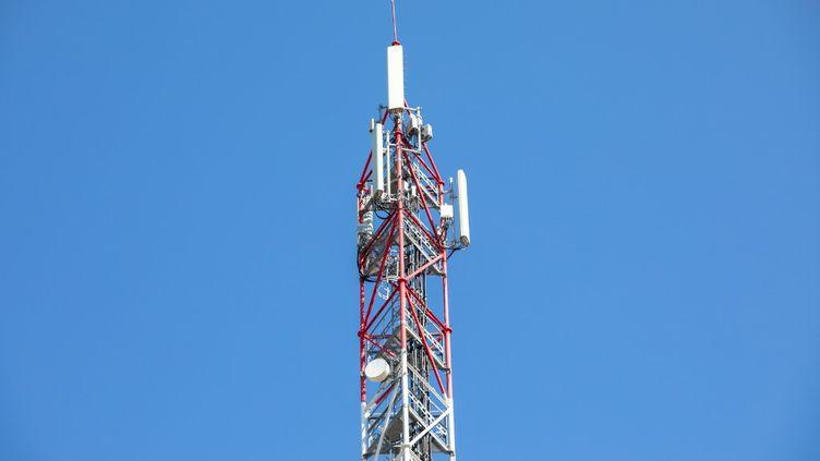 Une antenne équipée pour la 5G, le 24 juin 2020, à Montpellier (Hérault). (BENJAMIN POLGE / HANS LUCAS / AFP)
