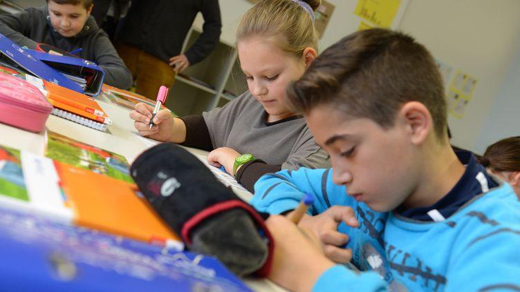 Des cours d'anglais dans une classe deKarlsruhe (Allemagne), le 29 novembre2013. (ULI DECK / DPA / AFP)