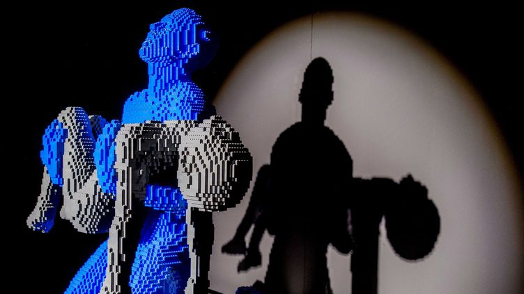 Nathan Sawaya est devenu une star grâce à sa passion pour les Lego.  (ROBIN VAN LONKHUIJSEN/EPA/Newscom/MaxPPP)