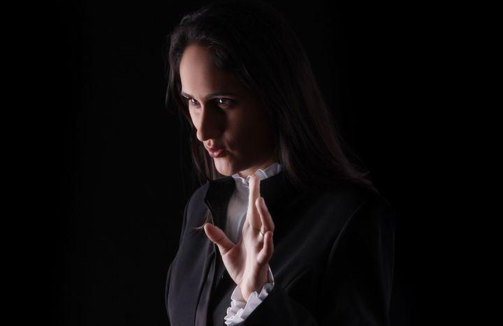 La cheffe d'orchestre Simone Menezes (Daniela Cerasoli)