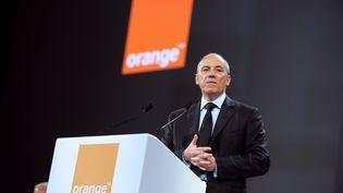 Le PDG d'Orange, Stéphane Richard, lors d'une conférence de presse à Paris, le 28 mai 2013. (ERIC PIERMONT / AFP)