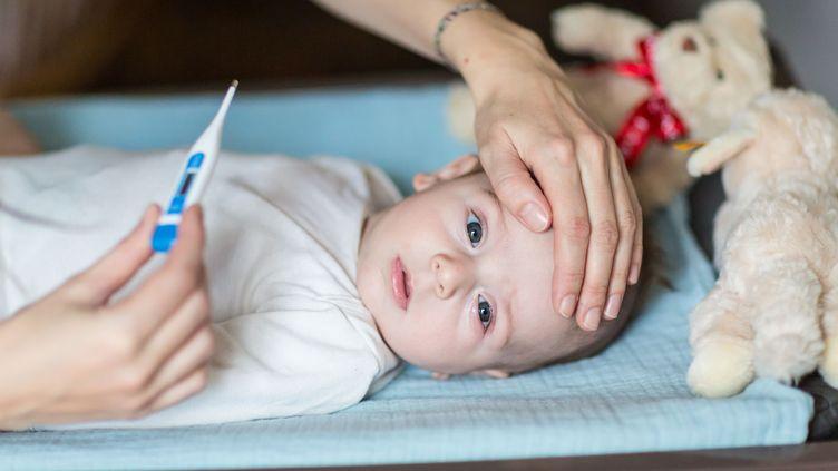 """Le magazine """"Que Choisir"""" publie, jeudi 22 février 2018, une enquête sur les médicaments à éviter pour traiter les pathologies bénignes chez les enfants. (VOISIN / PHANIE)"""