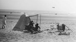 """Des photos qui racontent l'ambiance à La Baule dans les années 1910-1920, ici un cliché intitulé """"L'avion"""".  (Donation Jacques-Henri Lartigue)"""
