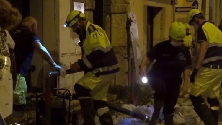 Un violent orage s'est abattu dimanche 23 août dans le nord-est de l'Italie, en Vénétie. Dans la ville de Vérone, certaines rues ont été brusquement inondées par un flot de pluie et de grêle.  (FRANCE 2)