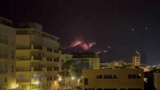Espagne : les pompiers toujours mobilisés contre un incendie dans le sud du pays (FRANCE 2)