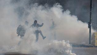 """Un nuage de gaz lacrymogène, le 13 avril 2019, à Toulouse, lors d'une manifestation des """"gilets jaunes"""". (PASCAL PAVANI / AFP)"""