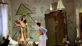 Anne-Catherine Gillet (Gretel) et Daniela Sindram (Hänsen)  (Opéra national de Paris/ Monika Rittershaus)