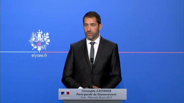 """Castaner demande aux journalistes de """"ne pas à affaiblir"""" Muriel Penicaud"""