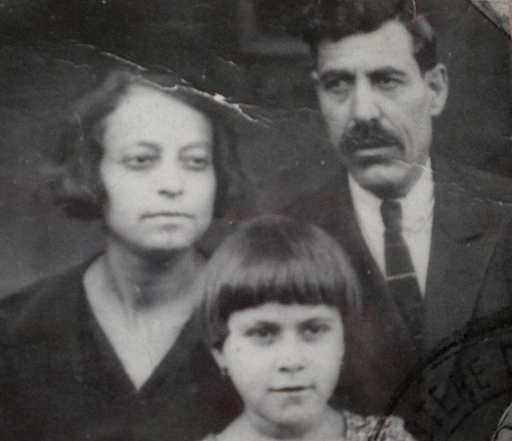 Koarig, la belle-mère de la mère de Dzovinar (en haut à gauche), photographiée en 1926 ou 1927. (DR)