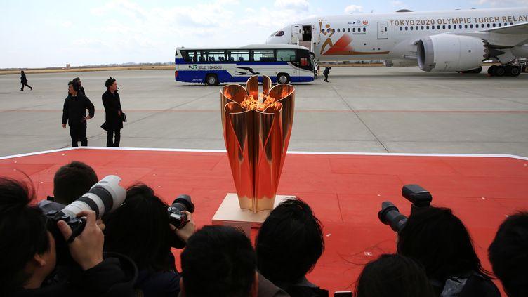 La flamme olympique arrive à Tokyo, le 20 mars 2020. (KANAME MUTO / YOMIURI / AFP)