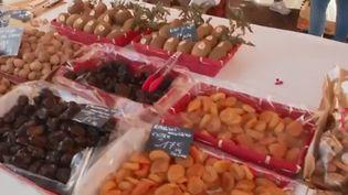 Dans le vieux Nice (Alpes-Maritimes), les commerçants ont eu le plaisir de préparer le réveillon sous le soleil lundi 24 décembre. À cette occasion, tour d'horizon des spécialités du sud.  (FRANCE 2)