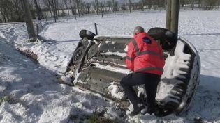 Un dépanneur breton après les chutes de neige. (FRANCE 2)
