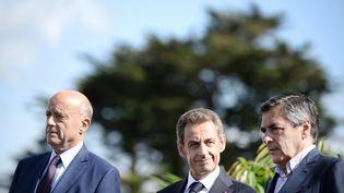 Alain Juppé, Nicolas Sarkozy et François Fillon, candidats à la primaire de la droite, à La Baule (Loire-Atlantique), le 5 septembre 2015. (JEAN-SEBASTIEN EVRARD / AFP)