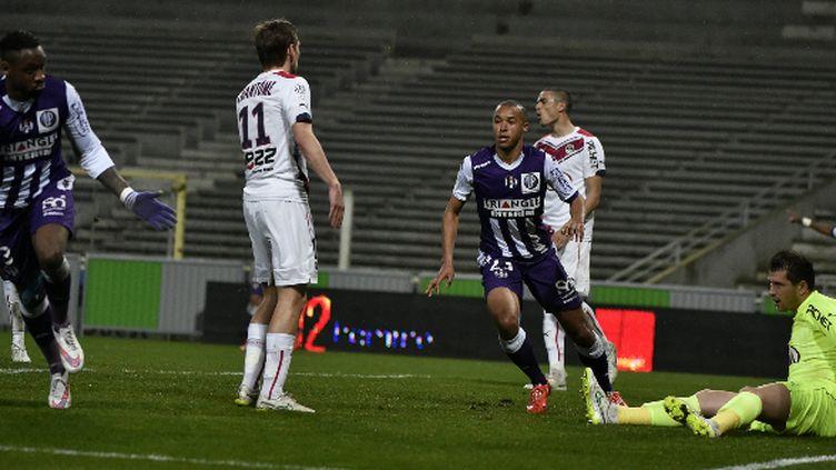 Le défenseur de Toulouse, Jean-Armel Kana Biyik, célèbre son but face à Bordeaux