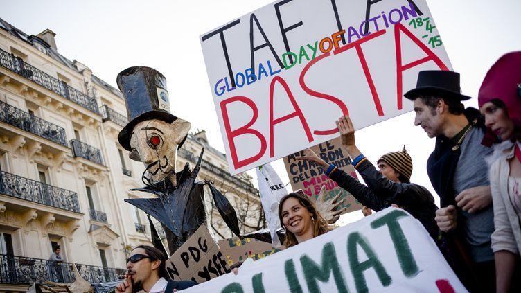 Des manifestants contre le TTIP, aussi appelé Tafta, à Paris, le 18 avril 2015. (AURELIEN MORISSARD / CITIZENSIDE.COM / AFP)