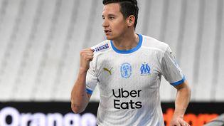Florian Thauvin et l'Olympique de Marseille affrontent Angers dimanche 16 mai. (NICOLAS TUCAT / AFP)