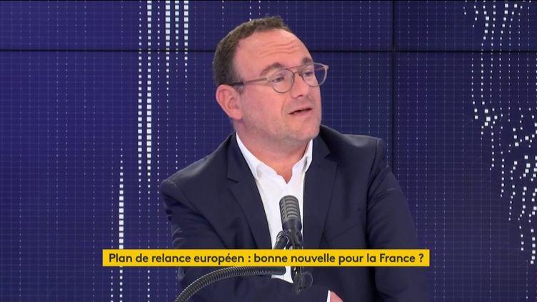 """Damien Abad, président du groupe LR à l'Assemblée nationale, était l'invité du """"8h30 franceinfo"""" du 22 juillet 2020 (capture écran). (FRANCEINFO / RADIOFRANCE)"""