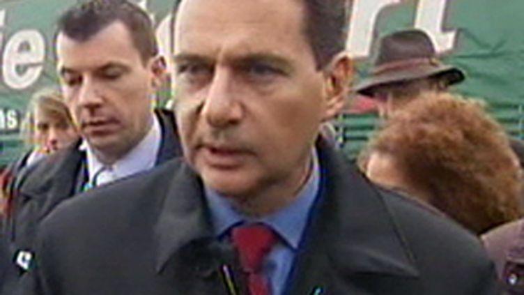 Le ministre de l'Immigration, Eric Besson (© F2)