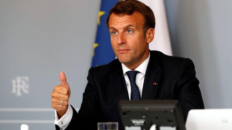 Emmanuel Macron lors d'une visioconférence internationale sur les vaccins contre le Covid-19, le 4 mai 2020, à Paris. (GONZALO FUENTES / AFP)