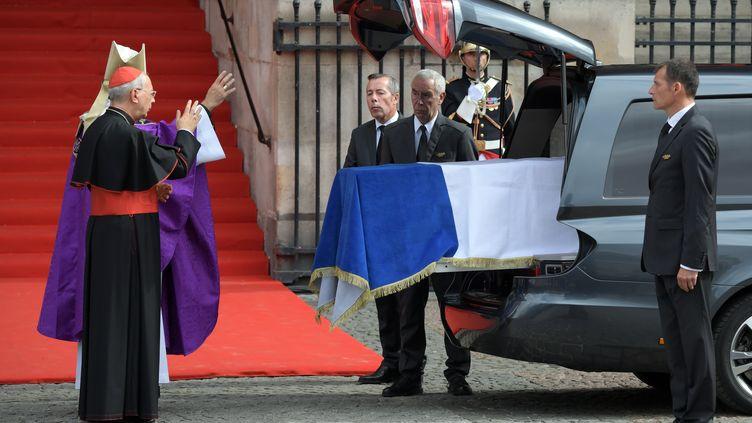 L'arrivée du cercueil de Jacques Chirac devant l'église Saint-Sulpice à Paris, le 30 septembre 2019. (ERIC FEFERBERG / AFP)