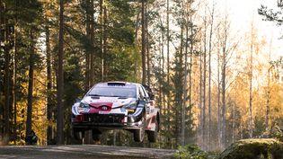 Sébastien Ogier et son copilote Julien Ingrassia dans leur Toyota lors du rallye de Finlande, du 1 au 3 octobre 2021, oùils ont terminé à la cinquième place. (NIKOS KATIKIS / NIKOS KATIKIS)