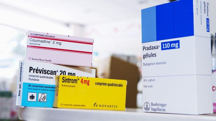 Le Pradaxa (D) est un nouvel anticoagulant prescrit à la place du Previscan. Il attire les soupçons de certains médecins biologistes. (B. BOISSONNET / BSIP / AFP)