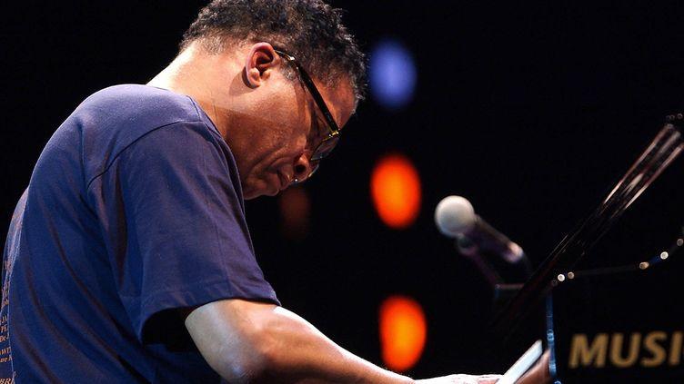 Herbie Hancock en concert, au festival Jazz à Juan, le 16 juillet 2003. (PASCAL GUYOT / AFP)