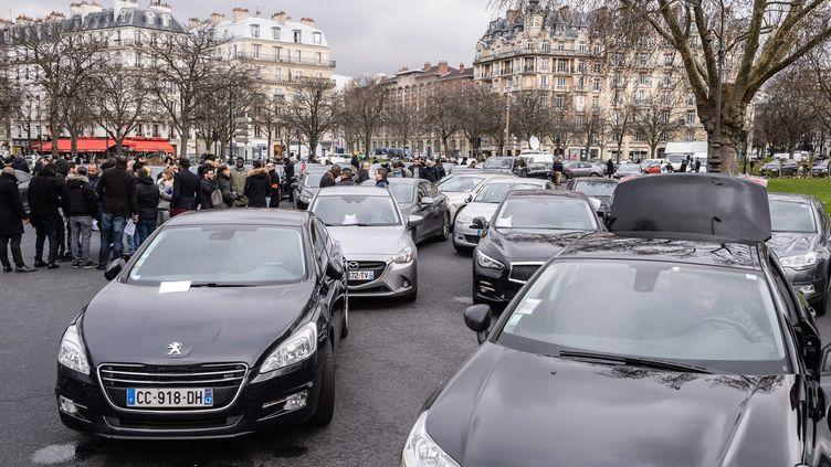 Des chauffeurs de VTC manifestent à Paris, le 5 février 2016. (MAXPPP)